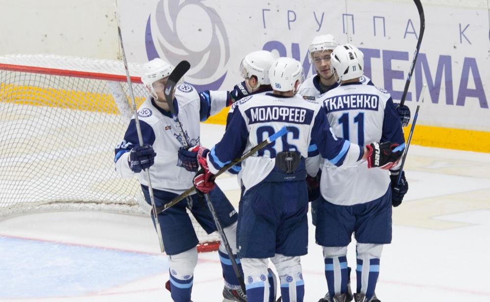 Сибирские Снайперы закрывают новосибирский хоккейный сезон.